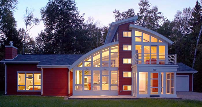 Kipnis Architecture + Planning Sturgeon Bay home at dusk